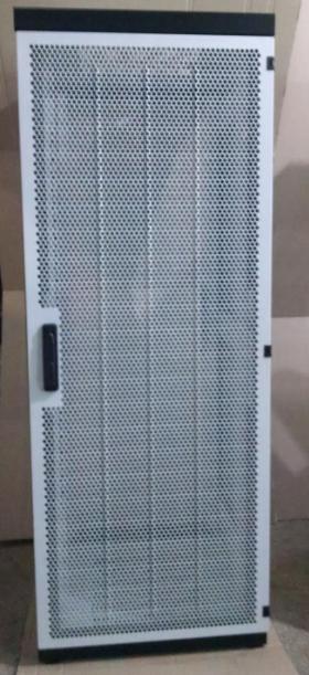 Шкаф с перфорированой дверью..png